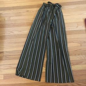 NWT Forever 21 paper-bag style pants